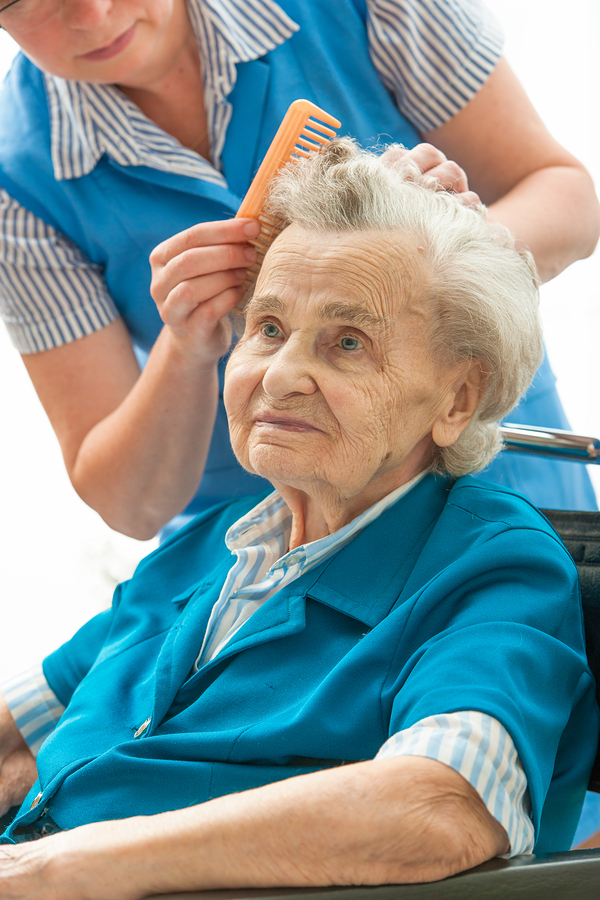Elder Care in The Heights TX: How to Wash Hair for Bedridden Seniors
